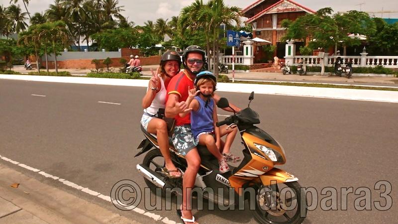 Los 3 en moto por Vietnam