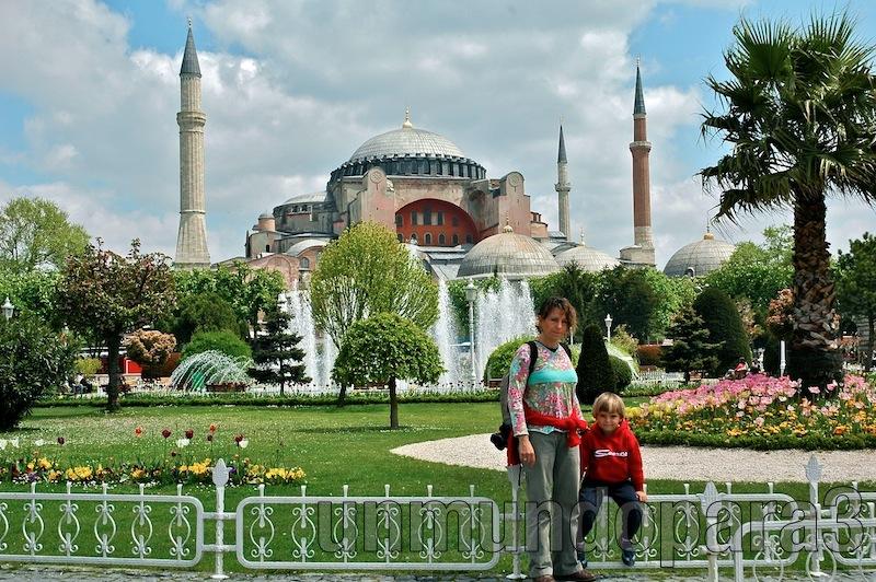 Frente a Aya Sofía, Estambul, Turquía