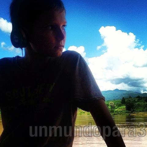 Alvaro con el Mekong de fondo