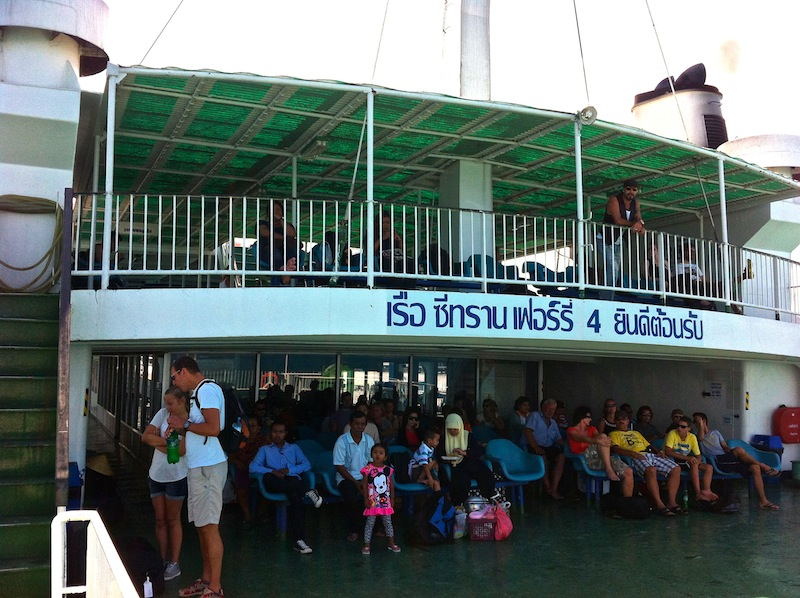Ferry que une Koh Samui con Surat Thani
