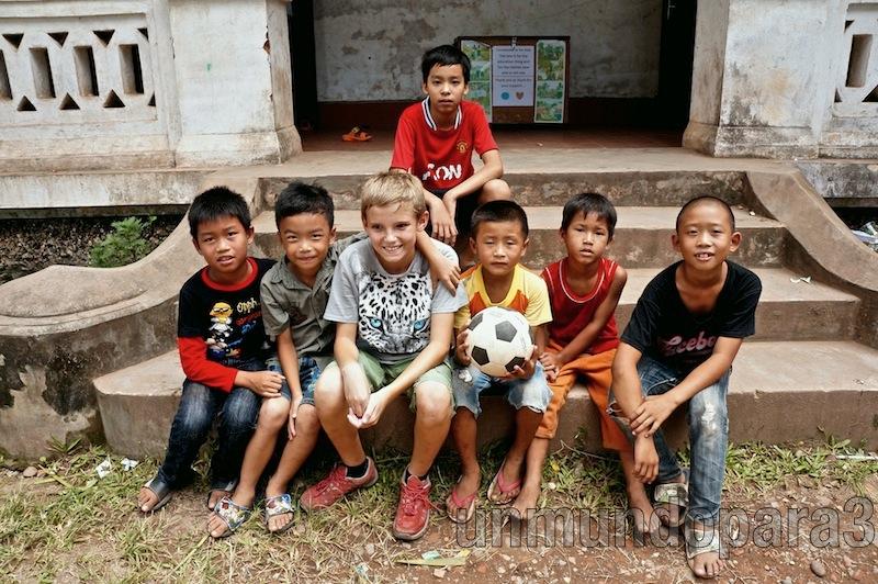 Después de jugar a fútbol. Luang Ptabang, Laos