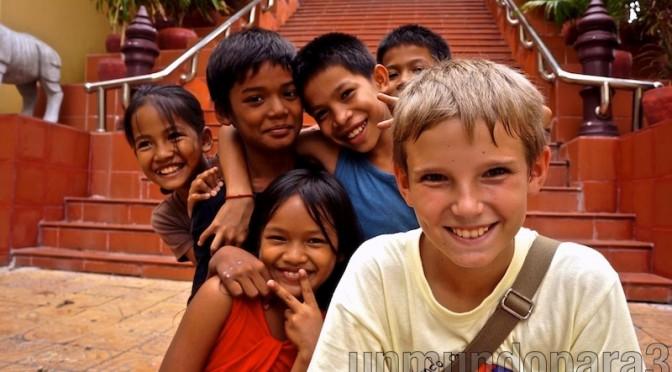 Con mis amigos de Phnom Pehn, Camboya.