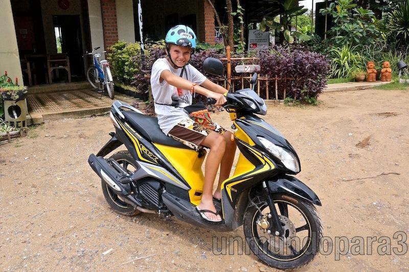 En moto por Koh Lanta, Tailandia