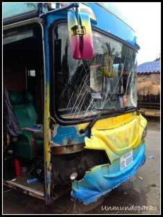 Accidente sufrido por nuestro bus, Laos