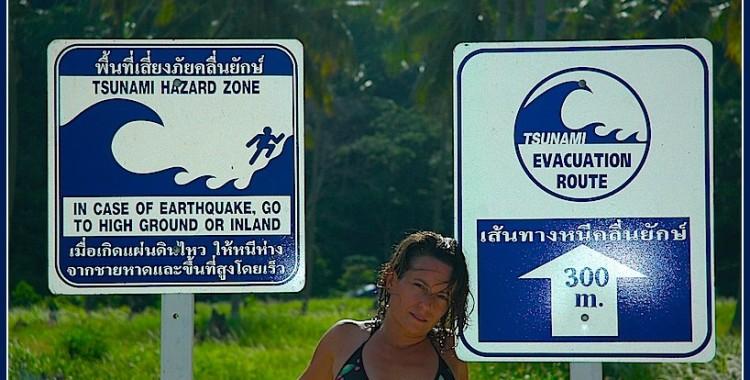 Visitando la zona que el sumani de 2004 barrio la zona, Koh Phi Phi, Tailandia
