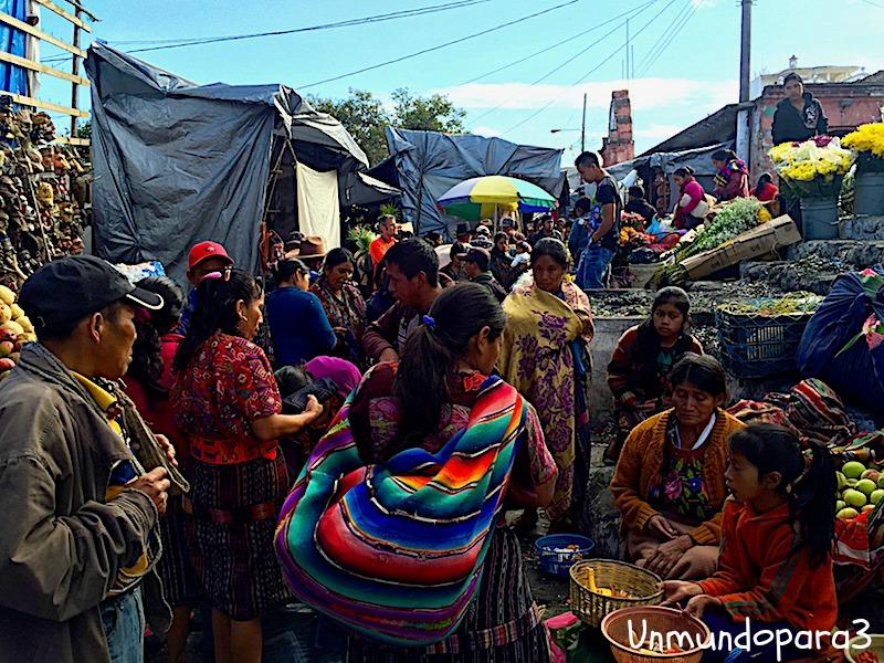 """De las curiosidades más valiosas que encuentras en Chichi, son los orígenes del libro sagrado maya """"Popol Vuh"""""""