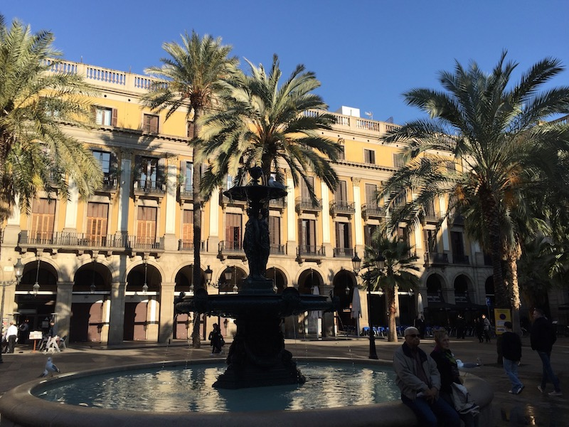 Recorrer Barcelona y alrededores en coche de alquiler