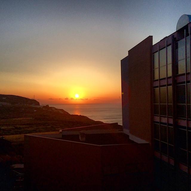 Da gusto madrugar con estos amaneceres en el #paraiso. #efectoventana #Tenerife #Canarias #sunset #sunrise #pics #ventana #viajar #travel #tropical