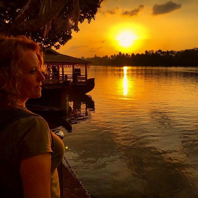 Se nos va el sol en el #Keralablogexpress hoy tuvimos un día muy intenso, ahora a cenar. #kerala #Kovalam #Indian #India #sunset #sunrise #playa #beach