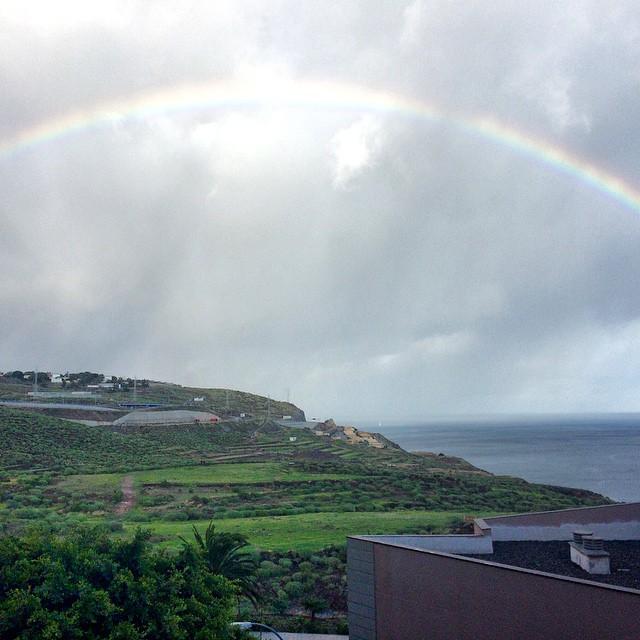 Tantos días de lluvia nos dejan esta bonita postal. Feliz domingo amigos! #Canarias #Tenerife #pics #photo #foto #instagood #instagram #lluvia