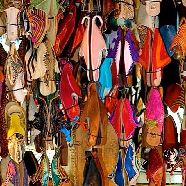 Que color eliges? #babuchas #Marruecos #viajarcontuhijo #viajesenfamilia