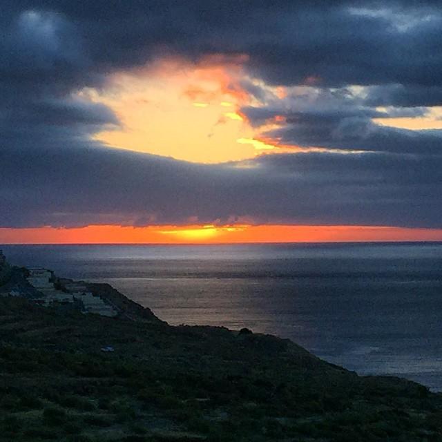 Buenos días desde el paraíso, Feliz lunes a todos! #SantaCruzdeTenerife #Tenerife #sunrise #Canarias #quesuerteviviraqui