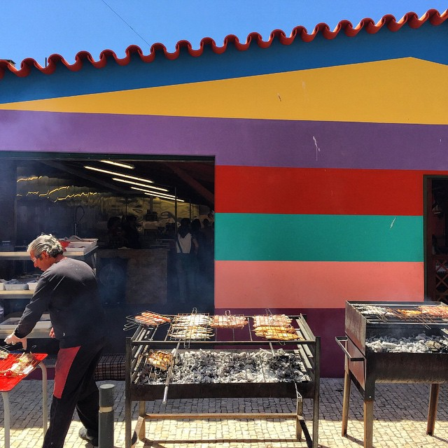 Pescado fresco asado en la calle, esto es #VilaNovadeGaia #portgall #bcnTbPorto #Portugal #travel