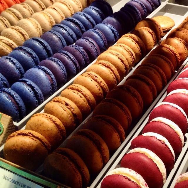 Macarons, tartas, bombones, café,chocolate...que poquito nos queda para volver a disfrutar de  @MamaFramboise @ExperienciaPlatea @lamaletadecarla