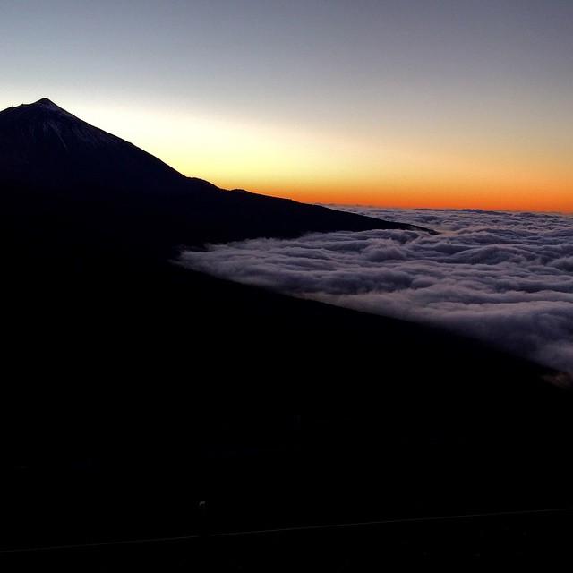 Una silueta perfecta,  Feliz viernes viajeros! #Teide #Tenerife #Canarias