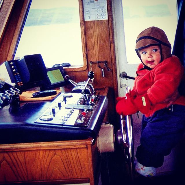 Álvaro navegando por el canal de Beagle #Ushuaia #Patagonia #Argentina #viajarconniños #viajesenfamilia