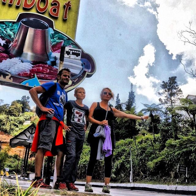 Haciendo #autostop en las Cameron Highlands #Malaysia recuerdos del #Asiapara3 #viajacontuhijo #viajesenfamilia #pasarlobien #travelwithkids #viajar #travel #paradise
