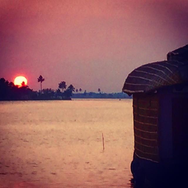 Buenas noches desde los Backwater de #Kerala  en nuestro #keralaBlogExpress #India con @lagavetavoladora @yoymimochila