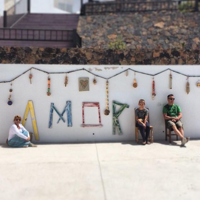 Amor en familia #love #unmundopara3 #family #travel #Travelwithkids #Fuerteventura #Cotillo #OasisParkExperience #OasisParkFuerteventura