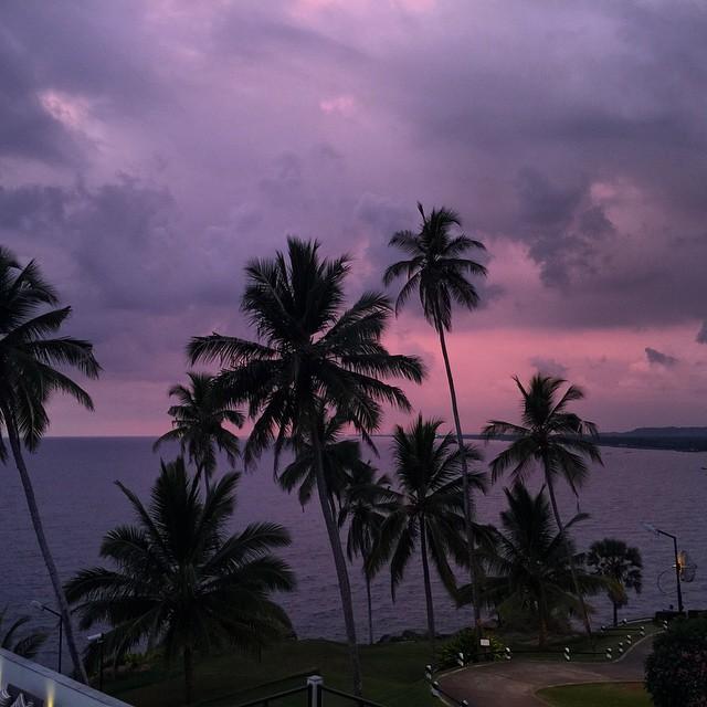El primer atardecer del #keralaBlogExpress desde #TheLeelaHotel  En #Kovalam #India #sunset  con @lagavetavoladora