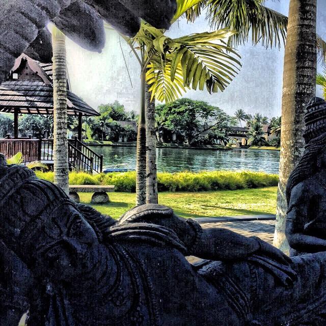 Lago del @ZuriHotels que debo cruzar para llegar a mi villa, #Keralablogexpress un lujo de lugar! El paraíso existe! #travel #India #Kerala #paradise #beach #hotel