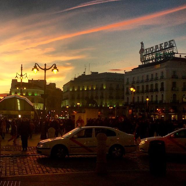 Atardece en Sol, #Madrid, con #TioPepe de fondo. #fitur #pics #foto #instagood #instagram #travel #viajar