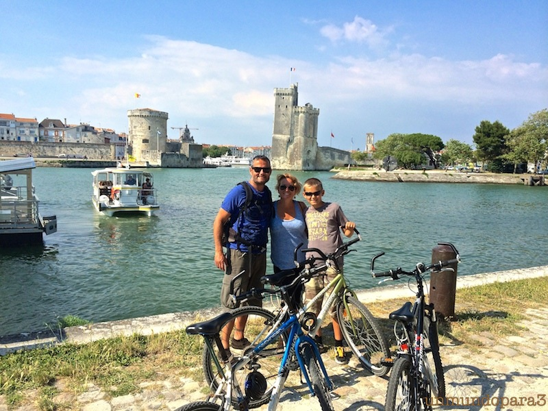 Los tres a las puertas de La Rochelle